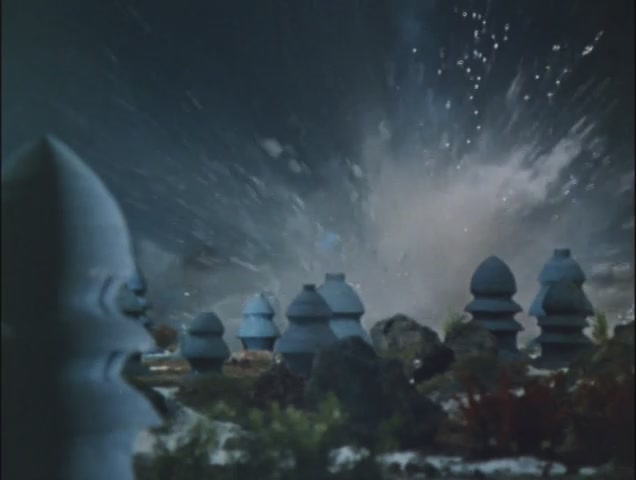 ウルトラ警備隊の総攻撃の前に、海底都市は跡形も無く壊滅。地球原人ノンマルトは全滅した。