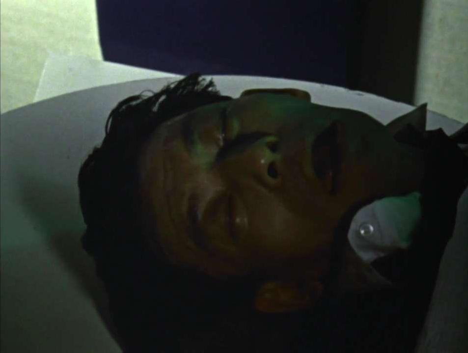人間生物X(怪生物X)は、星人の液体によって全身が緑色の金属で覆われた後、星人と同じ姿になった人間。夜間に活動し、人間大の星人と同じ能力を使用できる。