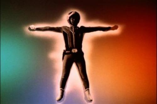 アマギ隊員が考案した救出作戦で、現像されたフィルムは早速映写され、スクリーン上でダンの肉体と魂が合体する。