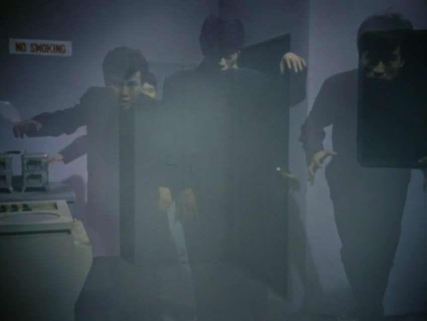 シャドウマンは、『ウルトラセブン』第33話『侵略する死者たち』に登場する幽霊。