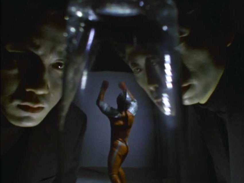 謎の宇宙人のもつ強い念動力(サイコキネシス)で操られた霊魂達で、その正体は怪獣でもなければ宇宙人でもなくウルトラ警備隊基地近辺にある病院に安置された身元の分からない男性の幽霊である。