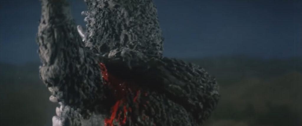 『ゴジラ対ヘドラ』以降に増加した残虐かつ過激な描写。ゴジラの流血シーンが描かれた。