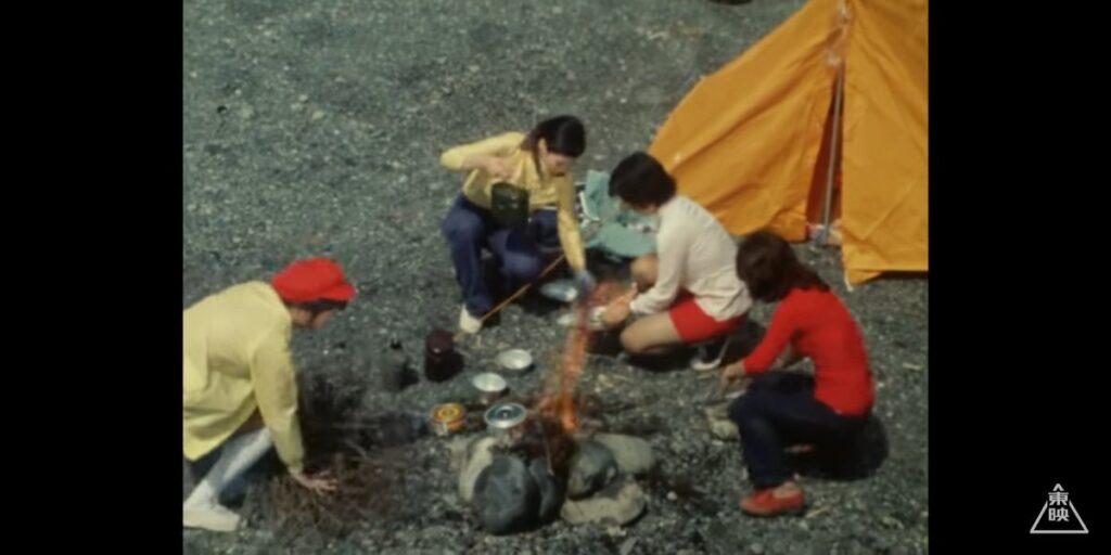 キャンプを楽しむライダーガールズの女の子たち