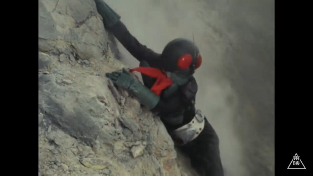 本郷(1号)は、再生怪人軍団たちの襲撃を受ける。待ち構えていた新怪人ゴースターに圧倒されたライダー1号は噴火口へ…。