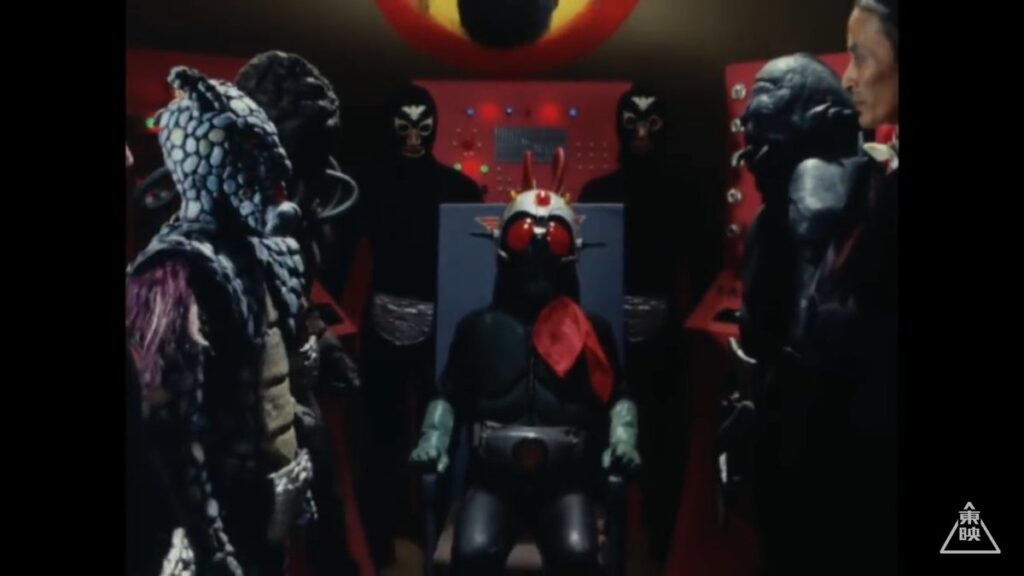 捕らえられた本郷は、ショッカーのアジトで、死神博士によって、脳波コントロールを施される。