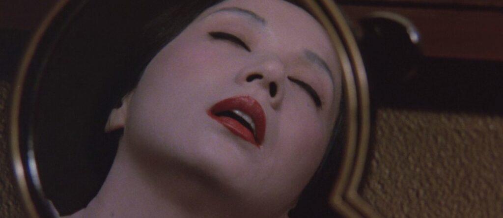 清楚で美しく控えめな女性「巴御寮人」の男狂いの人格「ふぶき」が出現し、オナニーにふける。