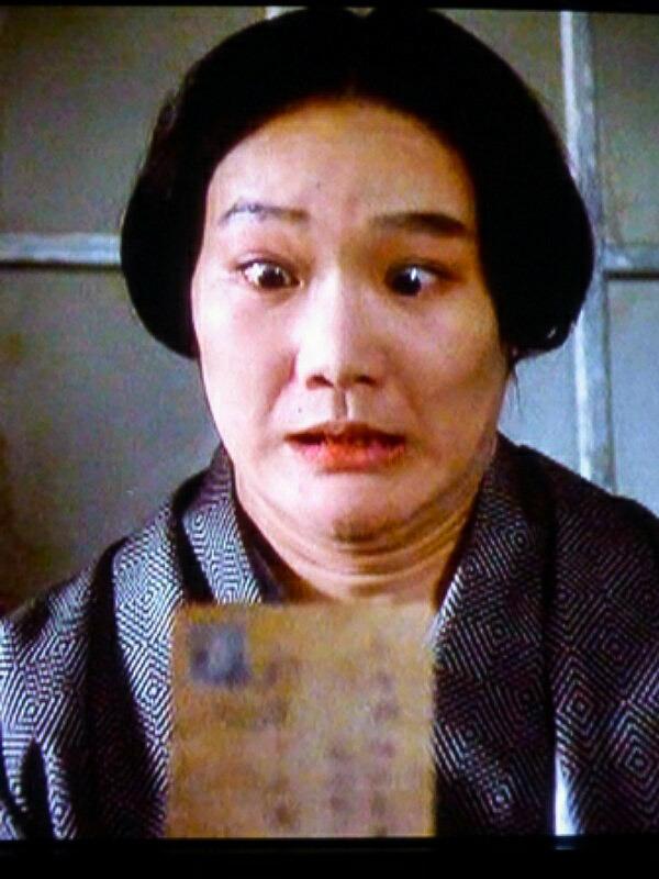 写真を見た仁礼(司)咲江はびっくりする…。
