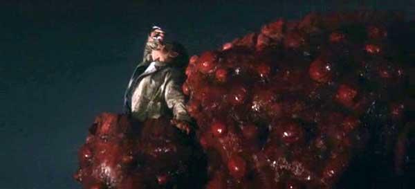 小野寺(藤山浩二)はバルゴンにダイヤもろとも食べられて死亡するという自業自得な結末を迎える。