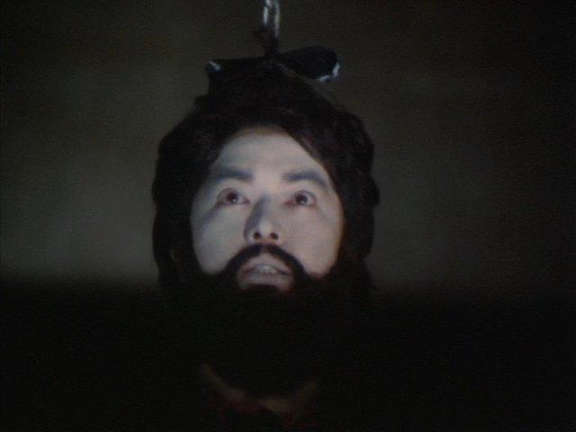 花婿だった男(山内敏男)の生首が風鈴のように吊り下げられていた。