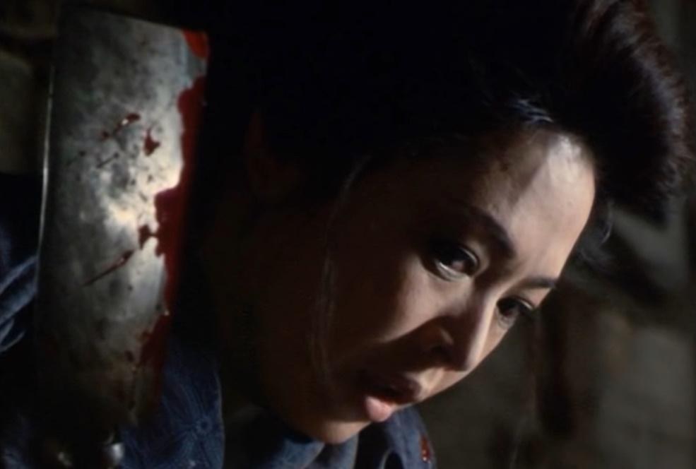 弥生は小雪の境遇に同情し、心を鬼にして敏男の首を切断し、法眼屋敷に吊るす。