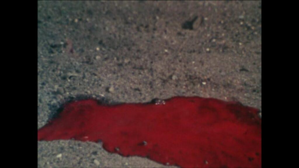 ショッカーの強制労働者たちが、人体が溶けて消えてなくなり、赤い液体になってしまう。