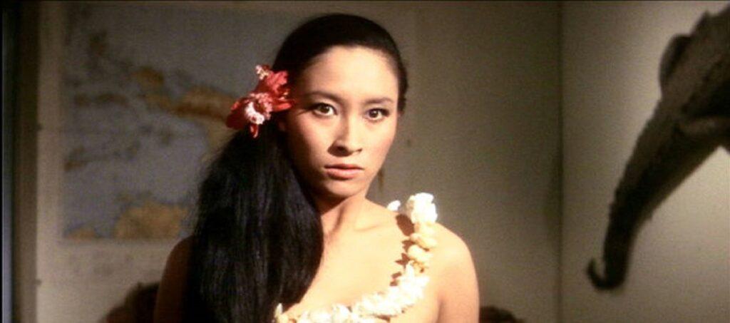 オパールは自分たちのものだと主張する平田圭介に対して怒りをにじませるカレン(江波杏子)