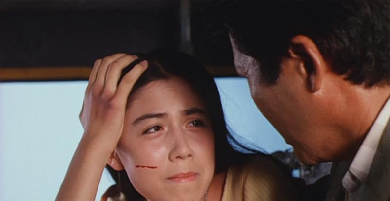 ガメラとのシンクロで怪我までもシンクロしてしまう草薙 浅黄(藤谷文子)「ガメラは私達のために戦っているの!」