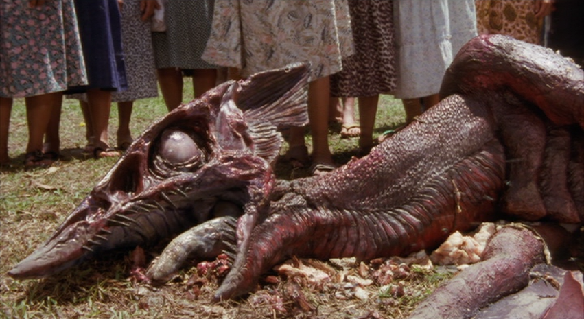 ギャオス幼体の腐乱死体…あまりにもグロテスクな死体 / 『ガメラ3邪神〈イリス〉覚醒』冒頭のトラウマシーン