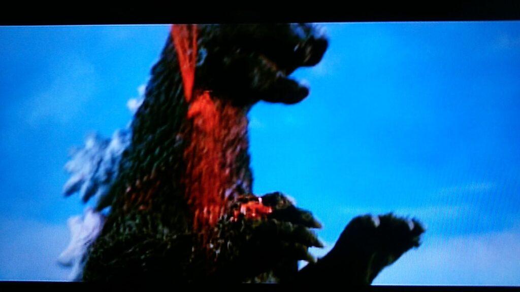 ゴジラの大流血シーン。スプラッターホラー映画並みの流血。血が噴き出す。