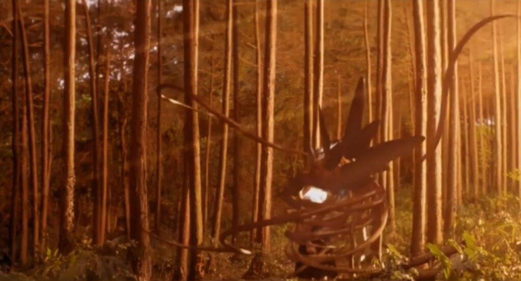 綾奈の憎悪を糧に急速に成長したイリスは繭を形成し、綾奈を自身に包み込む。