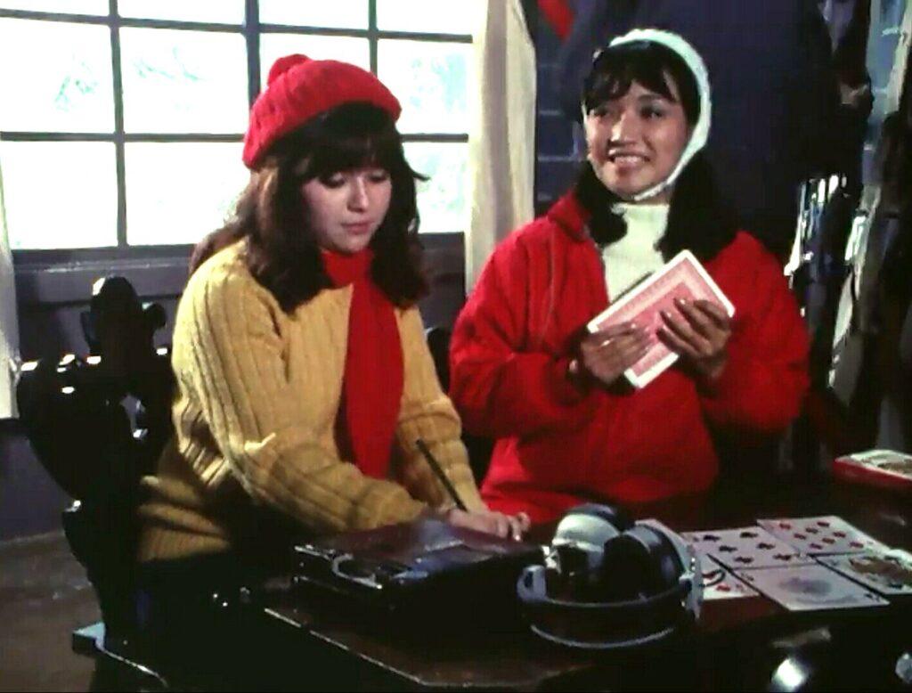 エミ(左)とミカ(右)