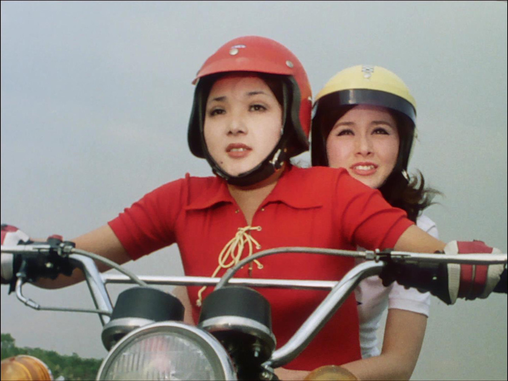 中島かつみは、1971年放送の『仮面ライダー』14話より登場するいわゆる「ライダーガールズ」の一員「ミチ」役で知られる。