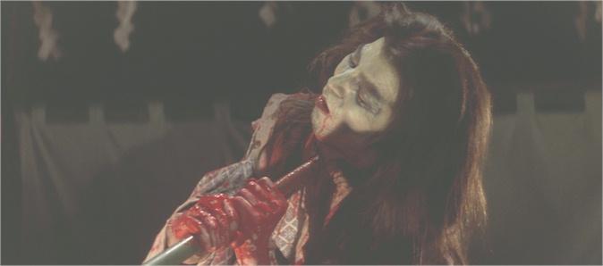 尼子義孝(演:夏八木勲)は、喉を貫いた竹槍を自らで引き抜き、「おのれ…卑怯な。騙し討ちを…祟って…祟ってやる…」と呪詛を吐きながら死んでいった。