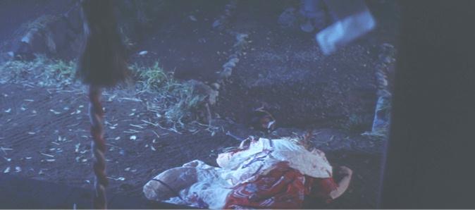 庄左衛門はあるとき突如として発狂、村人7人を斬殺した後、自分の首を斬り飛ばすという壮絶な死に方をする。