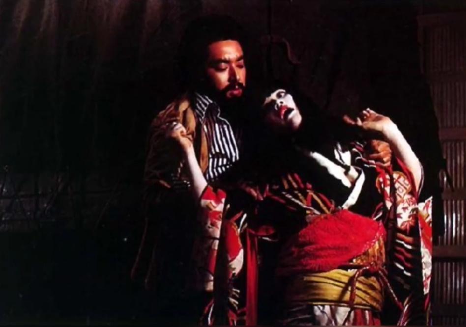 麻薬からさめかけた由香利は逃げ出そうとしたが、敏男ともみ合ううちに、頭を強打して死んでしまう。