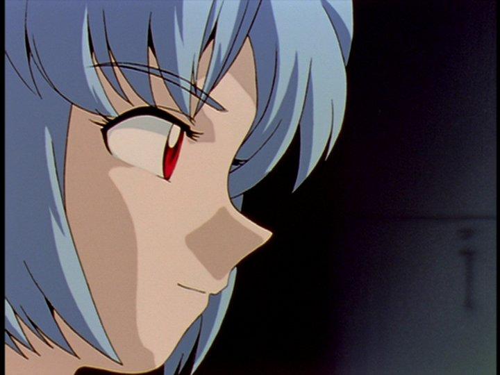 一人目の綾波レイは、赤木ナオコ博士により殺害される(第21話「ネルフ、誕生」)。