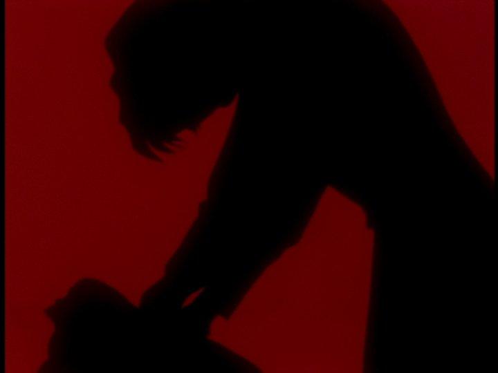 ゲンドウの愛人である赤木ナオコ博士は、ユイに似た幼い綾波レイ(一人目)を絞め殺した後に投身自殺する。