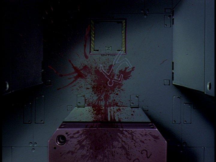ゲンドウの愛人であるナオコは、ユイに似た幼い綾波レイ(一人目)を絞め殺した後に投身自殺する。