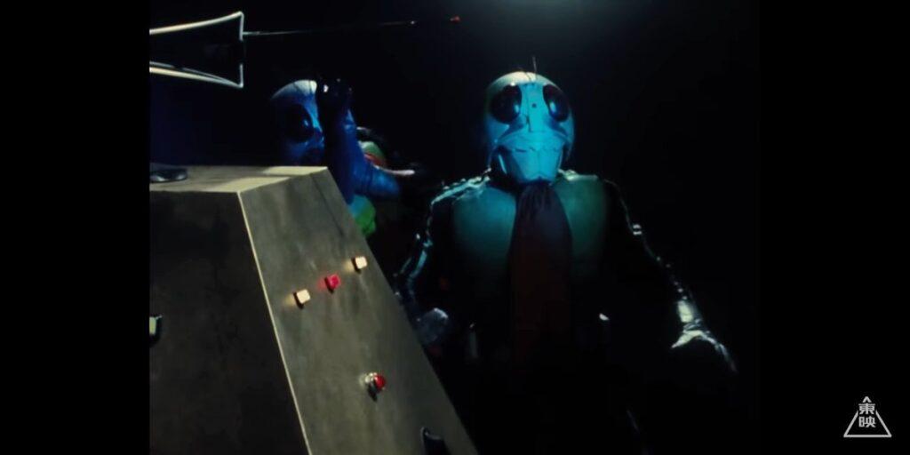罠にはまった1号と2号。「その光はデストロン科学陣が開発した「改造人間分解光線」だ!もう二度と再び、お前達の姿を見ることは無い!同時に立花藤兵衛も後を追う!」