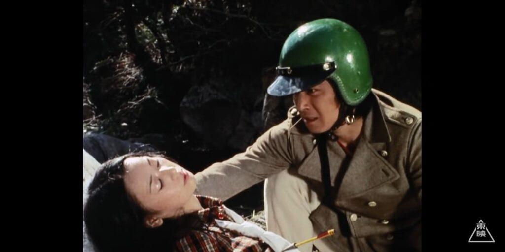 水城霧子は第8話で敬介を庇って戦闘工作員の放った矢に当たり、絶命する。
