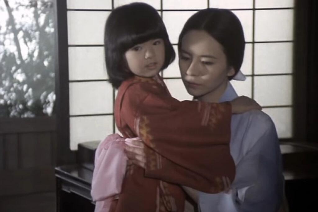 大道寺琴絵(演:萩尾みどり)と娘の智子