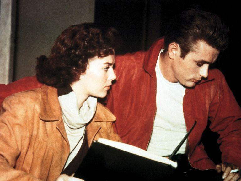 ジェームズ・ディーンとナタリー・ウッド。共演のナタリー・ウッドは謎の水死。