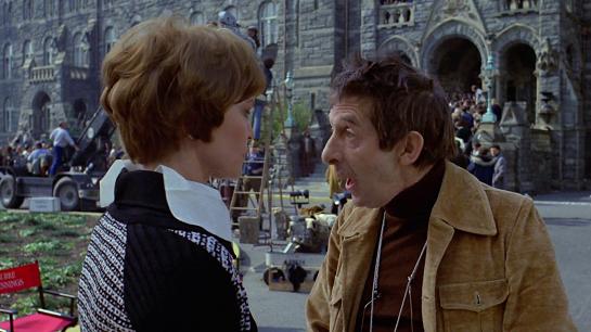 映画監督の「バーク・デニングズ」役のジャック・マッゴーランは、映画公開前の1973年01月30日に死亡(インフルエンザにかかり帰らぬ人となる)。