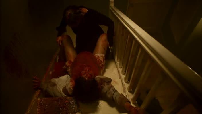 屋敷女がサラの腹をハサミで切り開き、手を突っ込んで赤子を取り出すシーンは、黒ボカシの修正が大幅に入る。