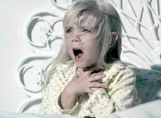 1作目から3作目まで「キャロル・アン・フリーリング」を演じたヘザー・オルークは、『ポルターガイスト3』の撮影終盤の1988年2月1日に(原因不明の腸疾患であるクローン病と診断された)敗血性ショックによる心不全で12歳で急死した。