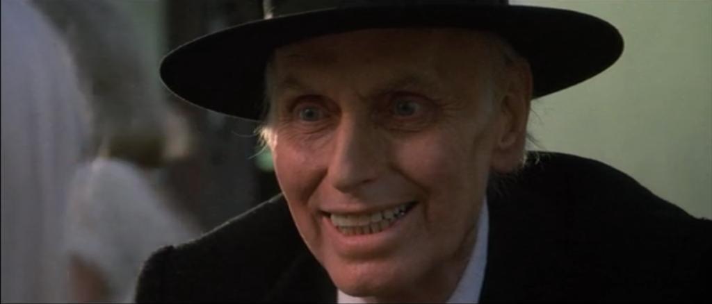 2作目の『ポルターガイスト2』で謎の牧師の「ケイン牧師」を演じたジュリアン・ベックが作品公開を待たずに胃癌で死去(1985年9月14日)。