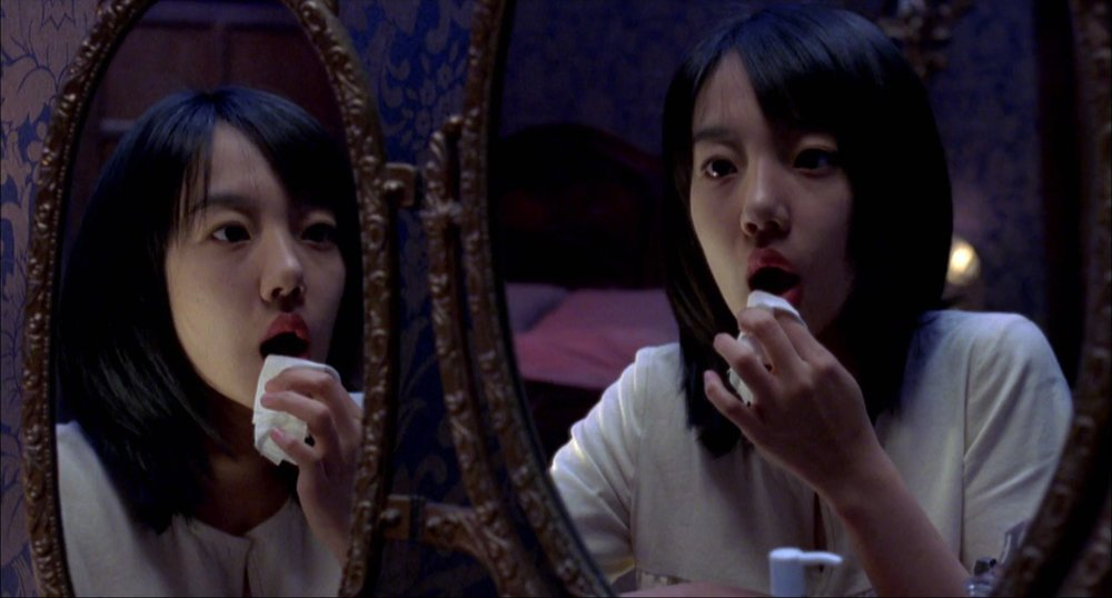 「継母ウンジュ」の正体は、スミの別人格だった。鏡のシーンも本当はスミが映っている。
