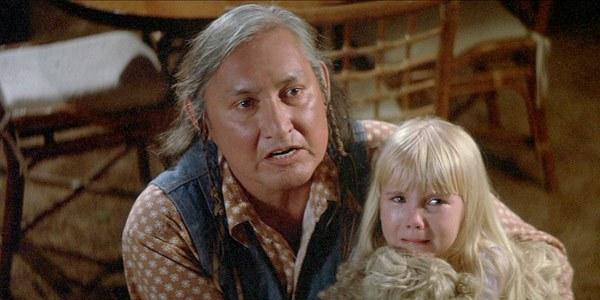 2作目の『ポルターガイスト2』でインディアン「祈祷師テイラー」を演じたウィル・サンプソン(Will Sampson)が公開翌年の1987年6月3日に腎臓疾患(心臓手術からの併発症)で死去。